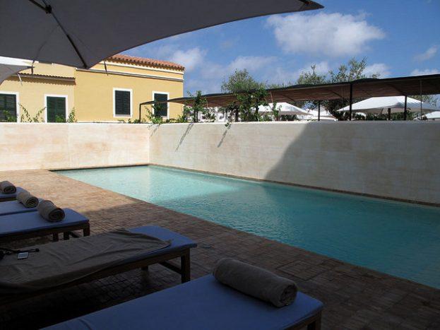 Can Faustino_menorca_hoteles chulos_arquitectura_piscina salada patio