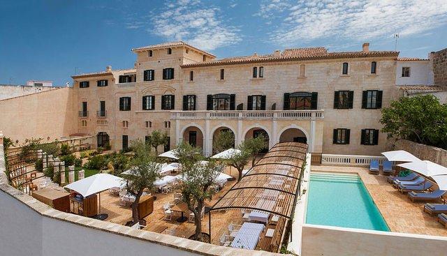 Can Faustino_menorca_hoteles chulos_arquitectura_piscina salada patio via-web-can-faustino